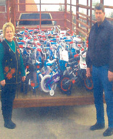 "<div class=""source""></div><div class=""image-desc"">Bobby and Debbie Blair raised money to donate bicycles and helmets to every student in the Loretto Head Start program. </div><div class=""buy-pic""></div>"