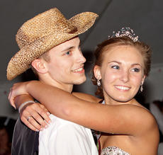 "<div class=""source"">Trina Spalding/The Digital Touch</div><div class=""image-desc"">Michael Walls and Morgan Clark were crowned prom king and queen Saturday night at Marion County High School's prom.</div><div class=""buy-pic""></div>"