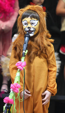 """<div class=""""source"""">Stevie Lowery</div><div class=""""image-desc"""">Dylan Gibson, an adorably cute lion, recites some of his lines. </div><div class=""""buy-pic""""><a href=""""/photo_select/27253"""">Buy this photo</a></div>"""