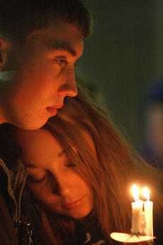 "<div class=""source"">Stephen Lega</div><div class=""image-desc"">One of the late Marion County Sheriff's Deputy Anthony Rakes stepsons, Korey Hundley, holds a candle as Paige Lynn rests her head on his shoulder during last week's vigil. </div><div class=""buy-pic""><a href=""http://web2.lcni5.com/cgi-bin/c2newbuyphoto.cgi?pub=015&orig=11-20-13_rakes_vigil-pic_13.jpg"" target=""_new"">Buy this photo</a></div>"