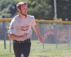 """<div class=""""source"""">Nick Schrager</div><div class=""""image-desc""""> Justin Thompson makes a run for third while watching his teammate make a move. </div><div class=""""buy-pic""""><a href=""""/photo_select/35039"""">Buy this photo</a></div>"""