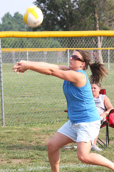 """<div class=""""source"""">Jessica Veatch</div><div class=""""image-desc"""">Stephanie Nalley passes the volleyball to a teammate during a recent womens' volleyball league game at Graham Memorial Park.</div><div class=""""buy-pic""""><a href=""""http://web2.lcni5.com/cgi-bin/c2newbuyphoto.cgi?pub=015&orig=6-15%2Bvolleyball%2B10.jpg"""" target=""""_new"""">Buy this photo</a></div>"""