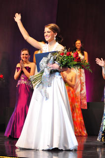 Mattingly waves to the crowd, full of Marion County supporters, after being named the 2011 Distinguished Young Woman of Kentucky. To purchase photos to go: www.carpe-imago.smugmug.com.