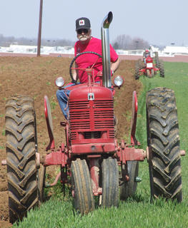 Mike Craig keeps straight in a Farmall Super H.
