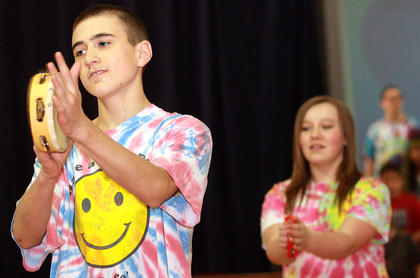 "Seth Allen and Brooke Smothers get into the spirit of ""Mr. Tambourine Man."""
