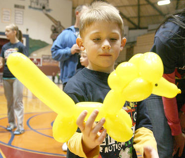 Drew Ludwig, 5, of Frankfort admires a balloon dog he received from Jeff Wyman.