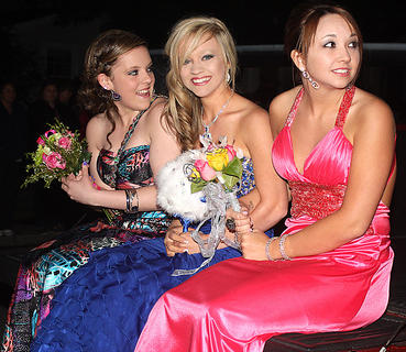 Sydney Craig, Samantha Craig and Emily Fields arrive to prom on the tailgate of a truck.