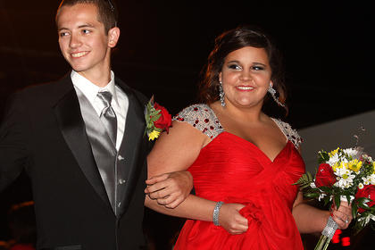 Taylor Mitchell and Zach Hardin pose for photos.