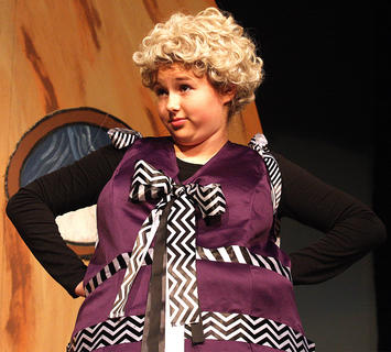 Ellie Hite plays shows some attitude as Aunt Sponge, a greedy, selfish, and morbidly obese woman and James' aunt.