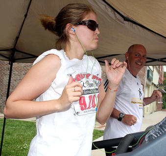 Seidina and Greg Conley show that a couple that works out together stays together as they jog side by side.