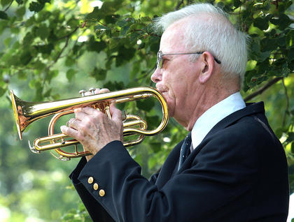 "Frank Spragens plays ""Taps"" in honor of Bell."