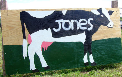 A sign welcomes visitors to the Jones dairy farm in Loretto.