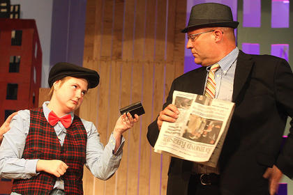 Rachel Fitzpatrick, a pick pocket, returns a wallet she stole from Angie the Ox, played by Rusty Blair.