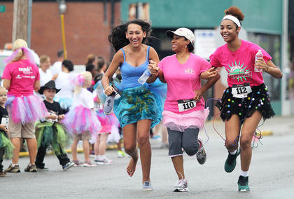 Noelle Zielinski of Cuyahoga Falls, Ohio, Lu Ann Edwards of Lafayette, La., and Timberlin Jiggetts of Lexington join together for a big finish.