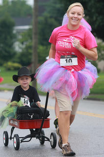Amanda Knopp pulls her son Ethan, 6, along the course.