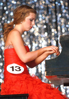 Loren Robinson plays the piano.