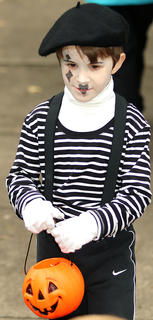 Rye Spragens is dressed as a mime.
