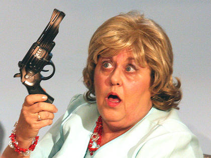 Clairee finds a gun in M'Lynn's purse. M'Lynn secretly took the gun from her husband, Drum. He was using to scare birds out of the trees before their daughter's wedding reception.