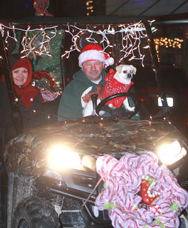Behind them, David Richardson of the Bradfordsville Country Store gives a ride to Dee Dee Hourigan Raikes and Sophie, a pug mix.