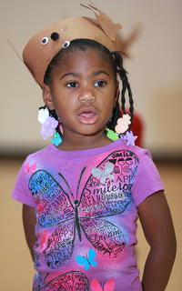 JaDaya Thorton sings with the preschool students.