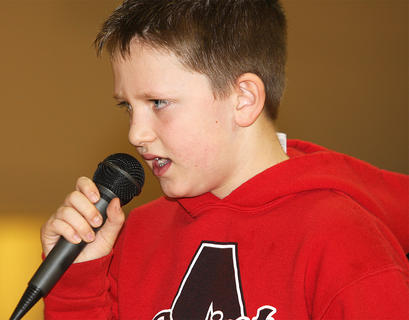 Benjamin Thompson sings a country tune.