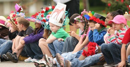 LES students get in the Derby spirit.