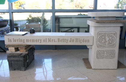 Al and Penny Nelson of Nelstone created the memorial bench in remembrance of Betty Jo Higdon. The bench incorporated artwork created by Lebanon Elementary students.