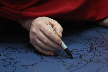 Ngargo Rinpoche completes the outline of the image to be created.