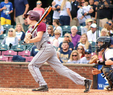 Nick O'Daniel drives inthe Knights' firstrun in the fourth inning.
