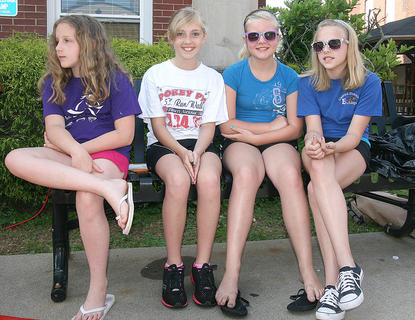 From left, Madilyn Davis, Caroline Piekarski, Taylor Leake and Brooke Davis showed their support for the runners.