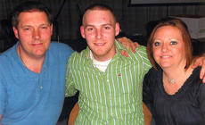 """<div class=""""source""""></div><div class=""""image-desc"""">Derrick Hutchins (center) is pictured with his parents, Tony and Mary Kaye.</div><div class=""""buy-pic""""></div>"""