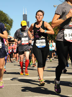"""<div class=""""source"""">MarathonFoto</div><div class=""""image-desc"""">Stevie Lowery is pictured running with Chicago's infamous Sears Tower in the background.</div><div class=""""buy-pic""""></div>"""