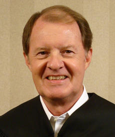 """<div class=""""source""""></div><div class=""""image-desc"""">Circuit Judge Roger Crittenden, Chair of the Kentucky Access to Justice Commission</div><div class=""""buy-pic""""></div>"""