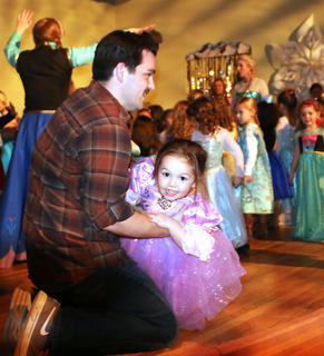 Kentucky Classic Arts hosted a Frozen Tea Party at Centre Square on Saturday, Feb. 17. Children were able to meet Anna, Elsa and friends during a fun afternoon with tea and treats, games and a sing-a-along show.