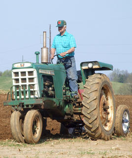 Fred Browning drives his Oliver 770.