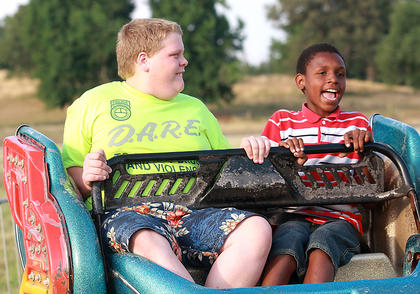 Dakota Jackson of Loretto and David Dupre of Gary, Ind., enjoy a ride on the Sizzler.