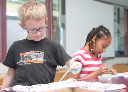 Andrew Lupachino, 8, and Jayla Cowherd, 9, decorate t-shirts.
