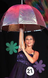 "Amanda Hamilton dances to Rihanna's ""Umbrella."