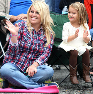Johannah Mudd and her daughter, Emerson, enjoy the Pigasus Parade Saturday afternoon.