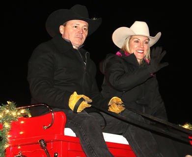 Leo Essex steers a horse wagon with his wife, Donna, during the Loretto Christmas Parade.