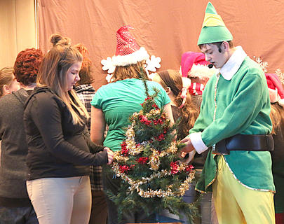 Alex Tungate and Kaylee Nalley decorate a Christmas tree together.