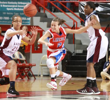 Ciara Saylor of Lincoln County tries to slip past Makayla Epps, left, and Patrice Tonge.