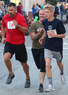 Gene Boone (center) makes a late break at the finish between Jake Akers (left) and Dalyn Mattingly (right) at the Pokey Pig on Saturday at Ham Days.
